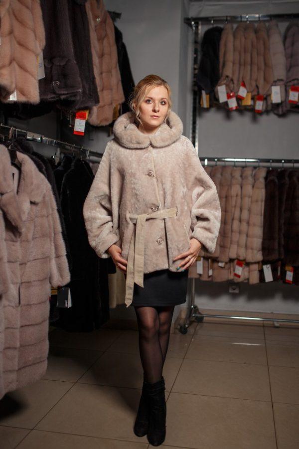 Куртка из меха мутона цвет бежевый с отделкой из меха норки