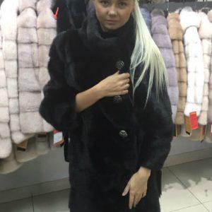 Шуба из меха норки цвет черный