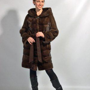 Шуба из меха норки цвет коричневый