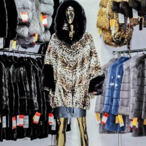 Курткаиз мутона цвет леопард с отделкой из меха норки